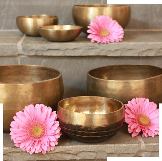 På kundaliniyogalärarutbildningen får du spela lättanvända och intuitiva instrument som gong och klangskålar.